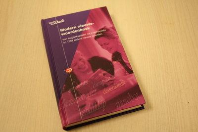 Boon, Ton den - Van Dale Modern nieuwewoordenboek / Van aasgierkapitalist tot zwemboerka en 1248 andere nieuwe woorde