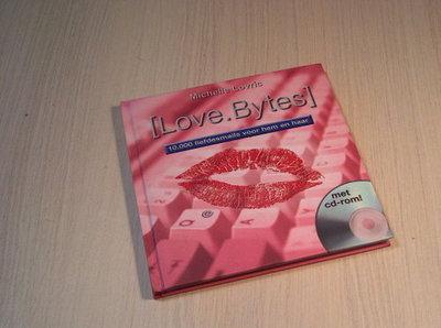 Lovric - [Love.bytes] - 10.000 Liefdesmails voor hem en haa